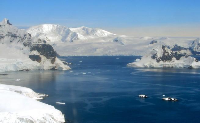 Откриха активен вулкан под ледовете на Антарктида