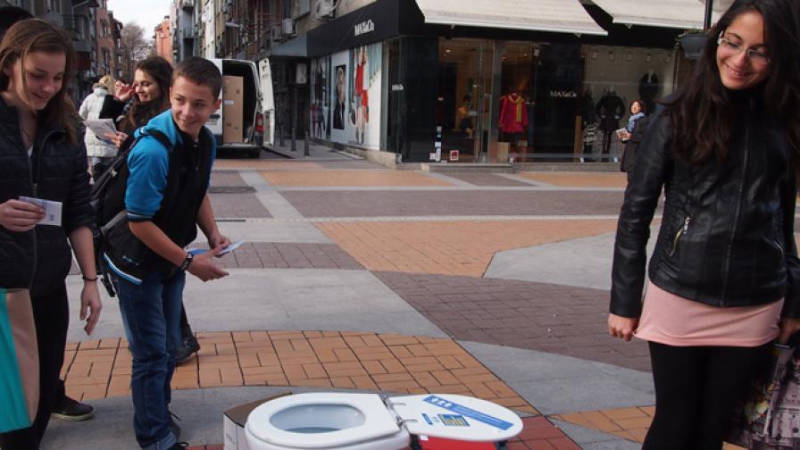 Малка или голяма е нуждата от нови училищни тоалетни