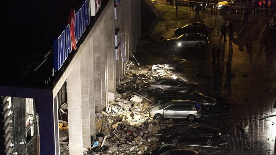 14 загинали в срутилия се супермаркет в Рига, десетки ранени