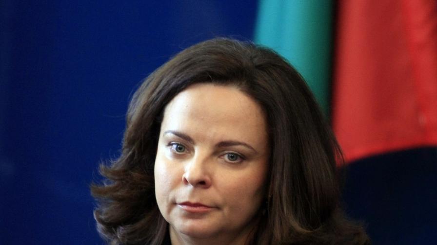 Андреева: Секторът здравеопазване е пред риск да се разпадне