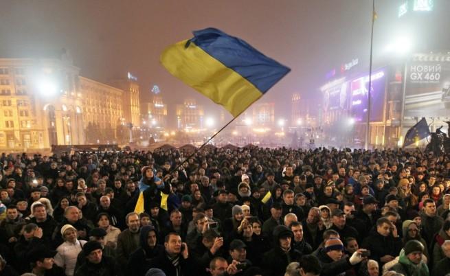 В Киев хиляди протестираха срещу отказа от ЕС