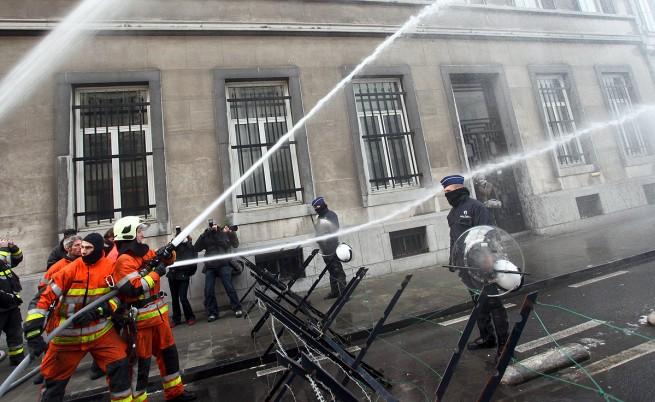 Пожарникари и полицаи влязоха в сблъсък в Брюксел