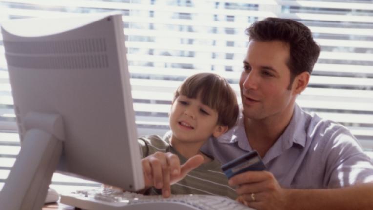 баща татко дете момче комютър