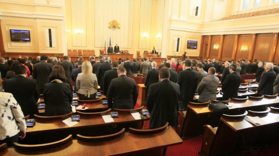 Депутатите почетоха паметта на шестте ястребинчета