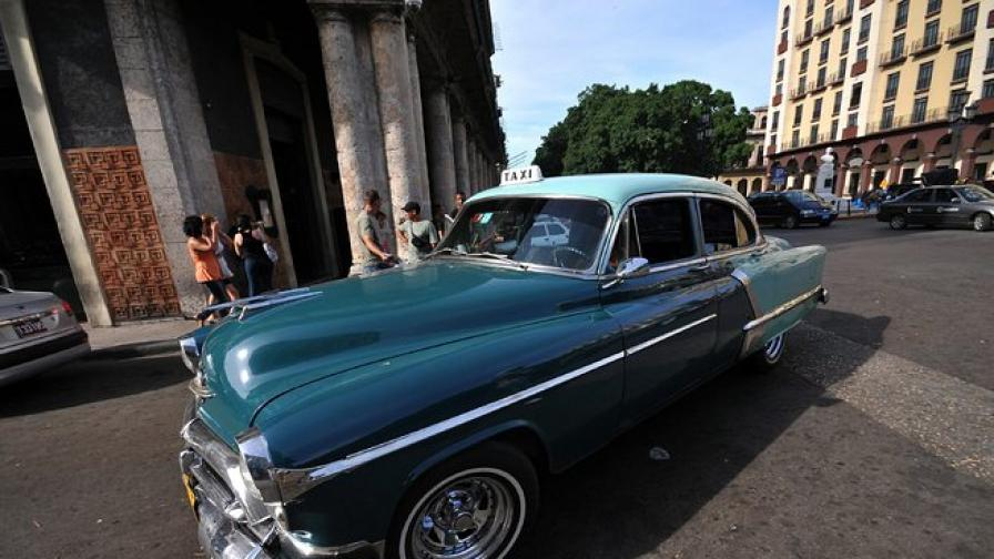 След 50 години кубинците отново могат да внасят коли