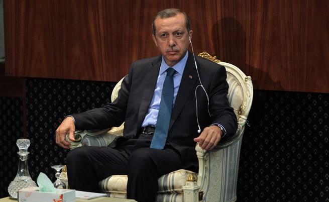 Турски министри с оставка, зоват и Ердоган да се оттегли