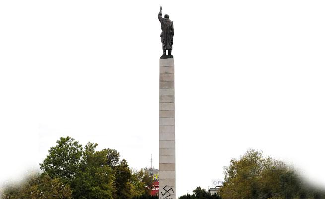 Бургазлии с подписка, искат да съборят паметника на Альоша