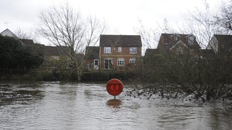 Наводнения във Великобритания