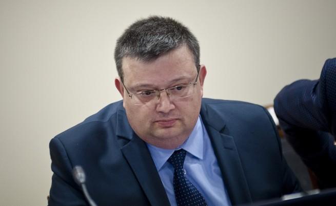 Цацаров освободи всички директори на отдели в следствието