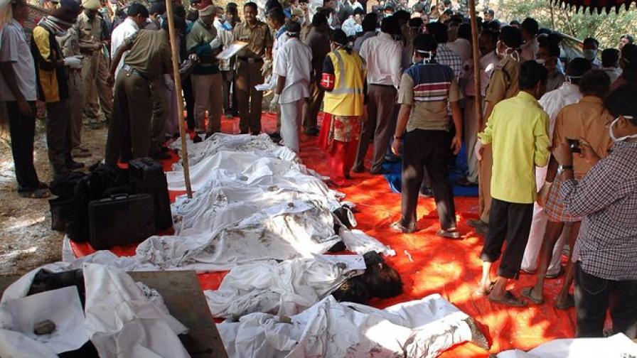 Огнен капан уби пътници в индийски влак