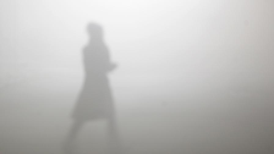 Времето - рекордно топло, но с опасни мъгли