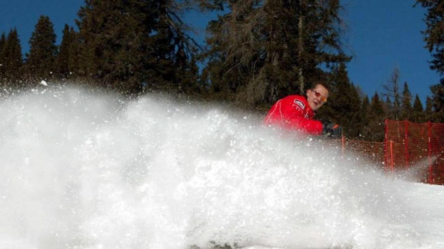 Михаел Шумахер на ски в Италия през 2002 г.