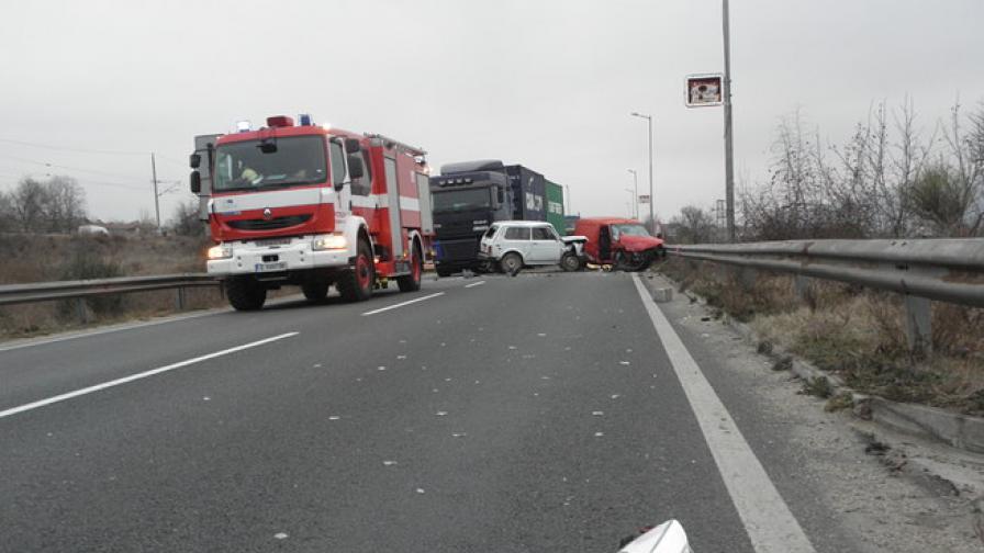 Тежка катастрофа край Варна с жертва и пострадали