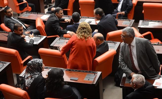 Турски депутати се сбиха за проектозакон