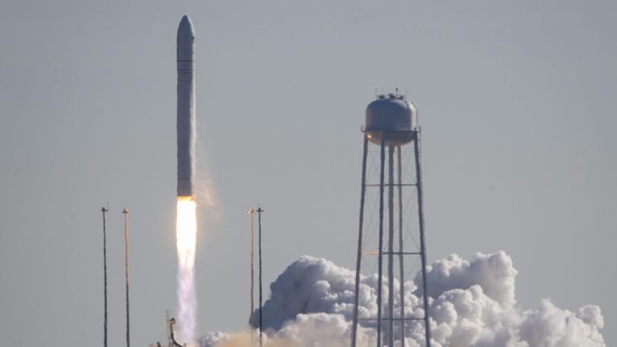"""Ракетата """"Антарес"""", която носи товарния кораб """"Сигнус"""""""